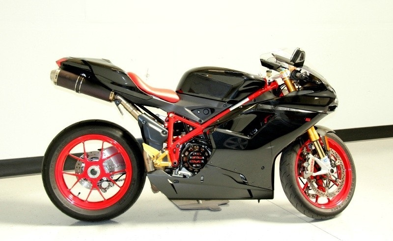 2008_ducati_1098_s_sport_bike_black_on_red_frame1